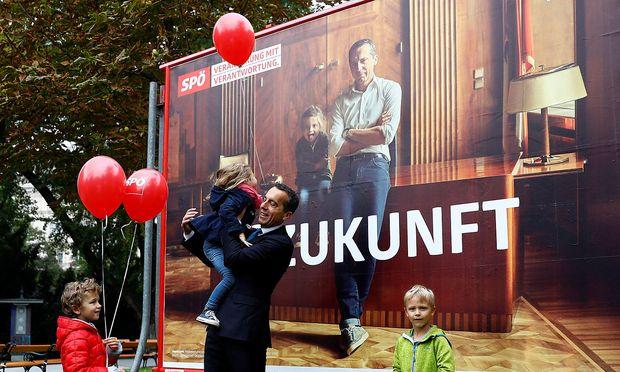 Christian Kern präsentiert Wahlplakate / Bild: REUTERS