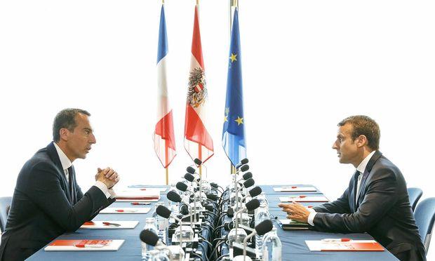 Treffen in Salzburg. Der österreichische Bundeskanzler Christian Kern und Frankreichs Präsident Emmanuel Macron bei einer Unterredung im Kongresshaus.