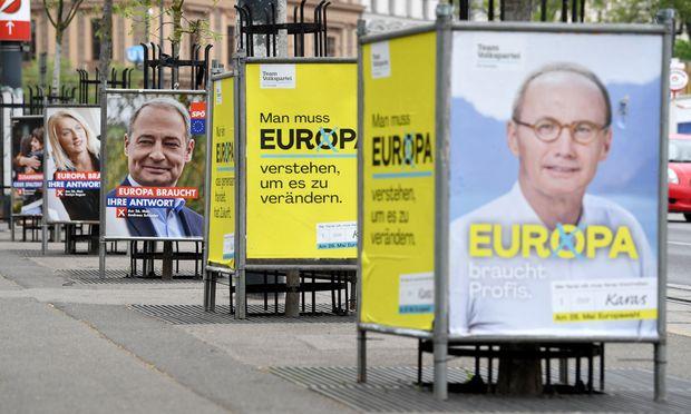 Wahlplakate von SPÖ und ÖVP zur bevorstehenden Wahl des EU-Parlaments