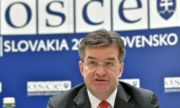 Außenminister Miroslav Lajcak bei einer Pressekonferenz