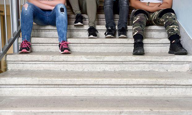 Faßmann mit Neun-Punkte-Plan gegen Konflikte an Schulen