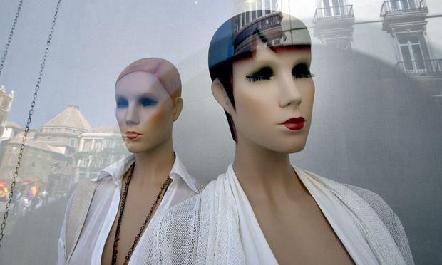 Modeketten spionieren Schaufensterpuppen Kunden