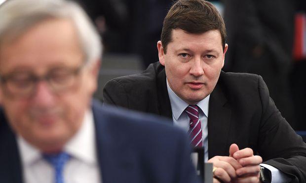 Die Bestellenung von Martin Selmayr (re.) zum Generalsekretär der Kommission von Jean-Claude Juncker (li.) sorgte für Aufsehen - weniger die Person als das Verfahren.