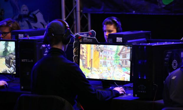 Spielen am Computer
