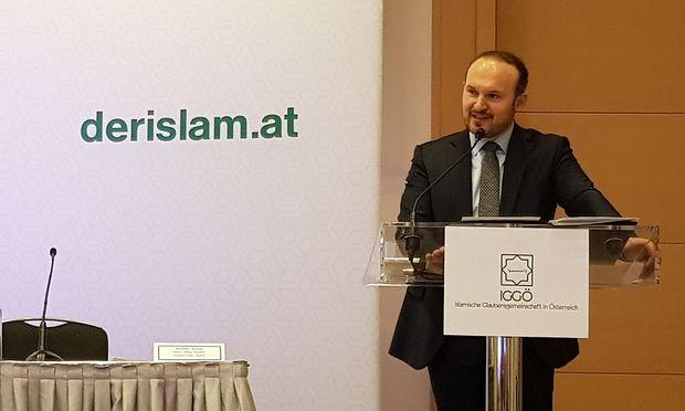 """IGGÖ-Präsident Ümit Vural eröffnet eine Tagung zum Thema """"politischer Islam"""". / Bild: Erich Kocina"""