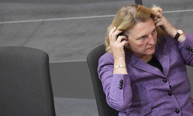Außenministerin Kneissl (FPÖ) Außenministerin Karin Kneissl sagte wegen der Affäre ihren für Dezember geplanten Russland-Besuch ab.