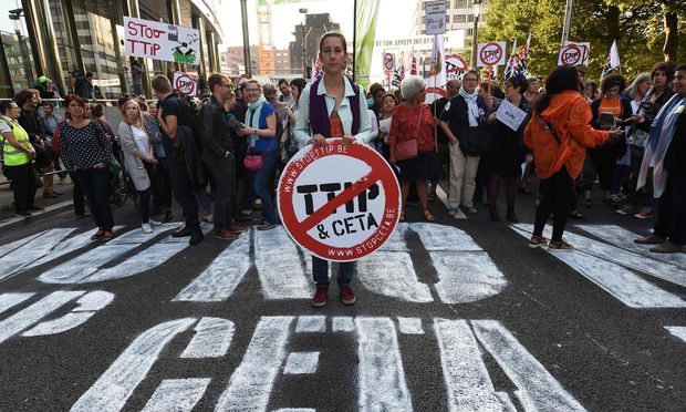 TTIP, Ceta, Jefta: Mit Kritik am Freihandel lässt sich politische Stimmung machen. / Bild: (c) APA/AFP/JOHN THYS