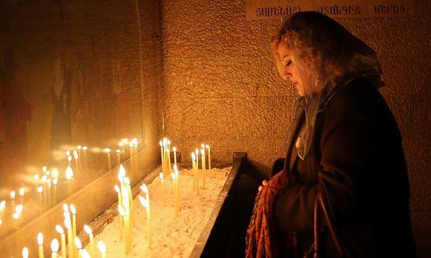 Ein Bild aus einer syrisch-orthodoxen Weihnachtsfeier in Armenien. 2015 jährt sich der Mord an türkischen Armeniern und Orthodoxen in der Türkei zum hundertsten Mal.