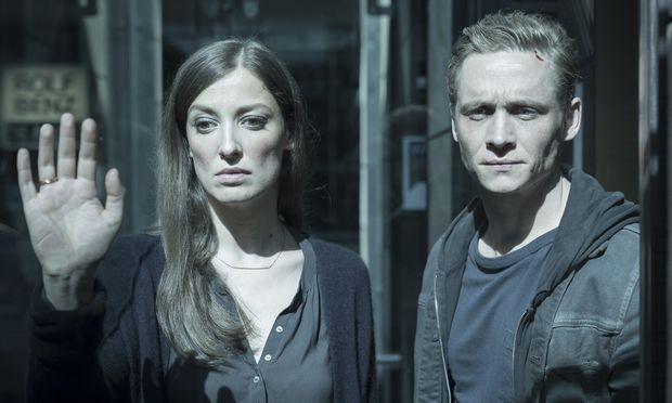 "Alexandra Maria Lara und Matthias Schweighöfer in ""You Are Wanted""."
