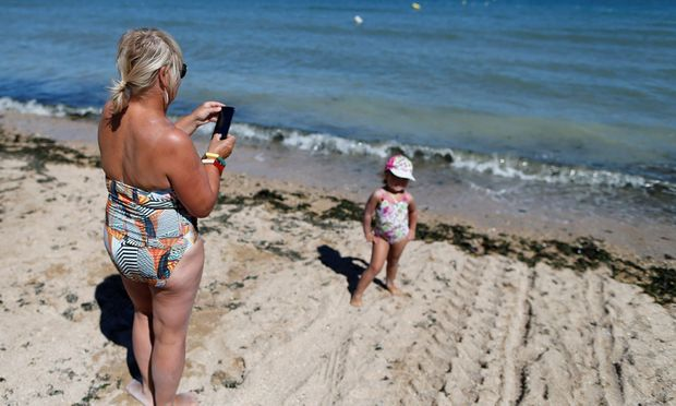 Das Handy als Kostenfalle im Urlaub: Wenigstens dem sollte die Neuregelung abhelfen.