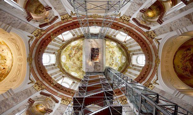 Mit dem Lift bis hinauf zur Kuppel der Karlskirche: Auch das ging bei der ''Langen Nacht der Kirchen''.