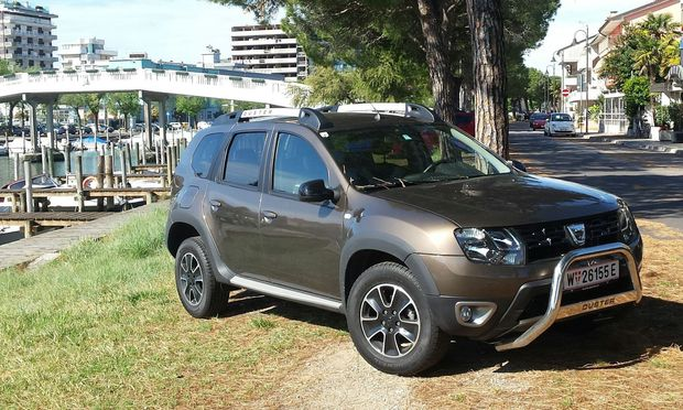 Macht was her: Dacia Duster in Blackshadow-Trimm.