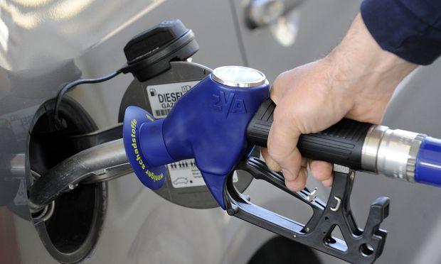 Sollte der Weg einer CO2-Steuer gegangen werden, plädieren die Experten für einen Preis zwischen 25 und 50 Euro pro Tonne ausgestoßenem CO2.