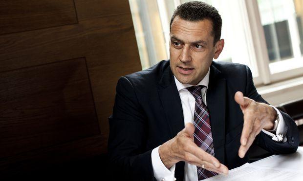 """Anwalt Gerald Ruhri: """"Die Wirtschafts- und Korruptionsstaatsanwaltschaft steht unter dem Druck, Anklage zu erheben.""""   / Bild: (c) Michele Pauty"""
