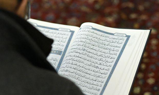 Archivbild: Ein Besucher des Islamischen Zentrums Wien