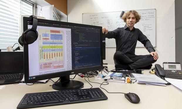 Die Folgen des Forschungserfolgs von Daniel Gruss waren zu Jahresbeginn für jeden PC-User spürbar: Die Betriebssysteme verlangten umfassende Updates.