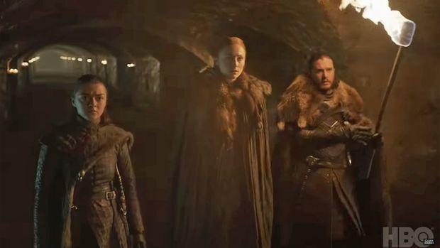 Sansa, Arya und Jon unterhalb von Winterfell. Wird die Familiengeschichte aufgelöst?