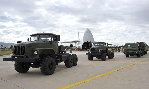 Die Ankunft riesiger Transportflugzeuge auf der türkischen Luftwaffenbasis Mürted markierte den Beginn eines neuen Kapitels in der türkisch-russischen Zusammenarbeit.