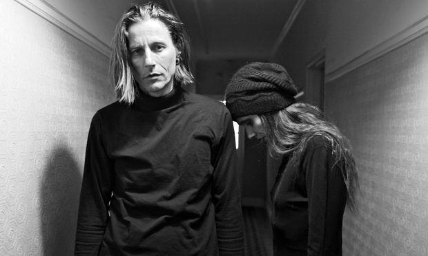 Georg Altziebler und Heike Binder (Keyboards) leben 200 km östlich von Los Angeles.