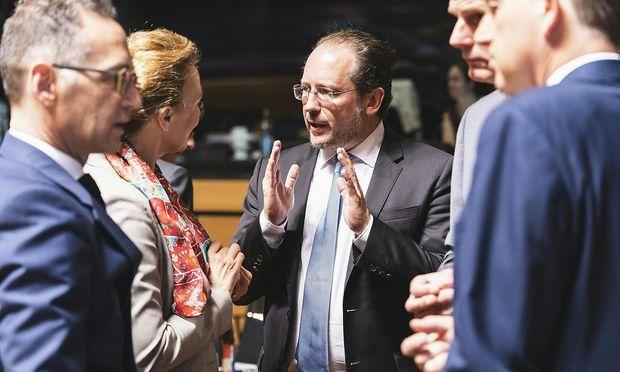 Außenminister Alexander Schallenberg im Kreise seiner EU-Amtskollegen.