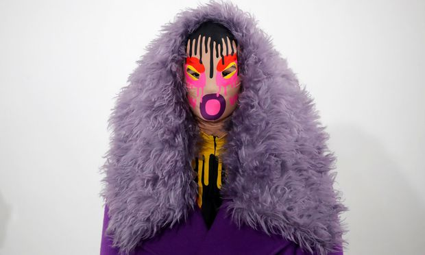 A model presents a creation by designer Walter Van Beirendonck as part of his Fall/Winter 2019-2020 collection show during Men´s Fashion Week in Paris / Bild: (c) REUTERS (CHARLES PLATIAU)
