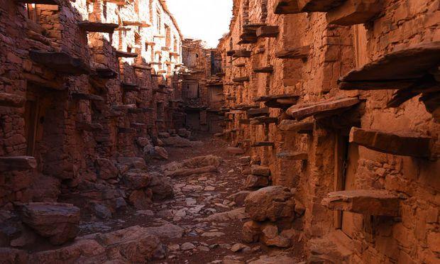 Hinter den Mauern des Berber-Getreidespeichers Agadir Tashelhit Anti-Atlas-Gebirge