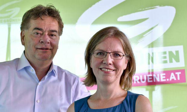 Parteichef Werner Kogler und Quereinsteigerin Leonore Gewessler.
