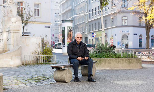 Otto Buhr hat seit Sommer 2017 ein Smartphone und einen Laptop.