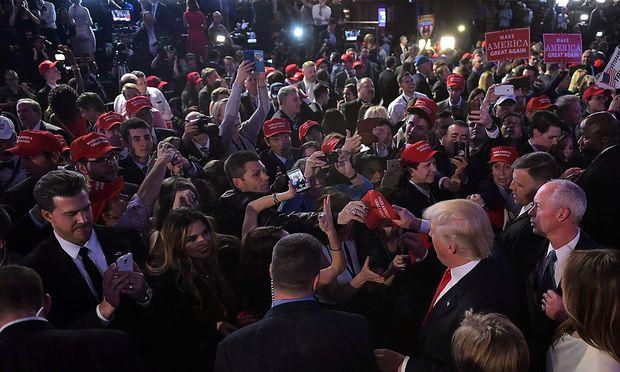 Auch eine FPÖ-Delegation war bei der Trump-Wahlparty im Hotel Hilton in New York, bekam Donald Trump aber nicht zu Gesicht.