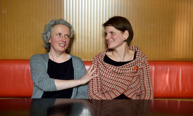 """Logopädin Petra Nickel (l.) und Birgit Gohlke haben gemeinsam """"Mein Stottern"""" gedreht."""