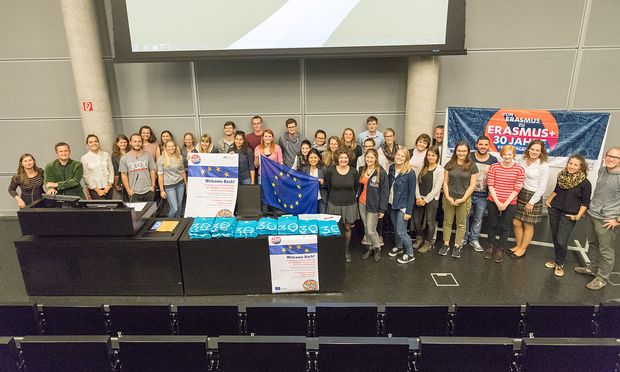 Im Rahmen eines Welcome-back-Events begann auch schon der Austausch zwischen den Rückkehrern und künftigen Erasmus-Studenten.