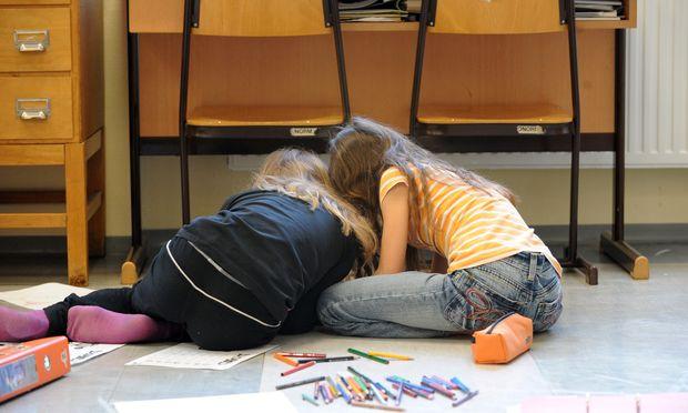 """Auf Teufel komm raus Gruppenarbeit? """"Damit tut man den Schülern nichts Gutes"""", sagt Forscher Ulrich Trautwein."""