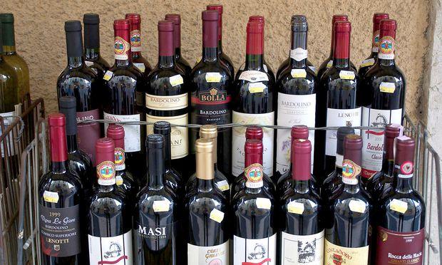 Symbolbild: Vinothek in Italien. Der Wirt will keine lärmenden Kinder.