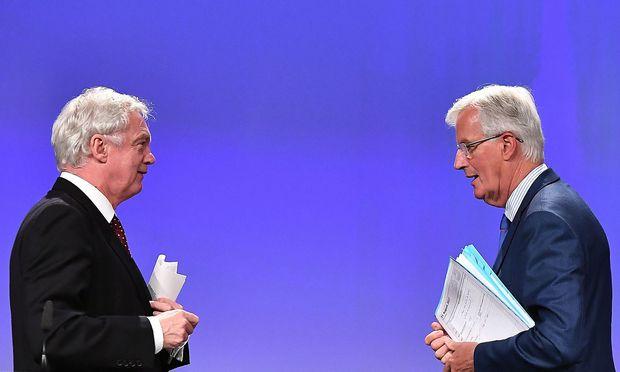 Brexit-Minister David Davis und EU-Chefverhandler Michel Barnier
