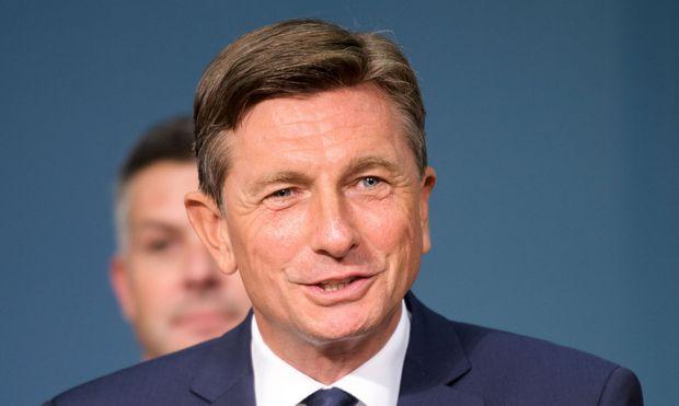 Pahor bei Präsidentenstichwahl knapp in Führung