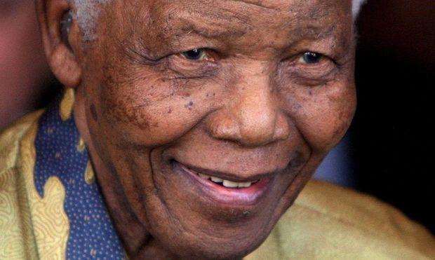 FILE SOUTH AFRICA PEOPLE MANDELA