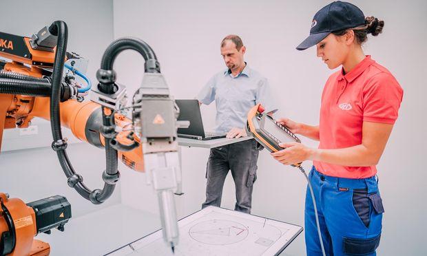 Robotische Helfer werden immer zahlreicher. Damit diese sicher und sinnvoll Eingesetzt werden können, braucht es entsprechendes Know-how.