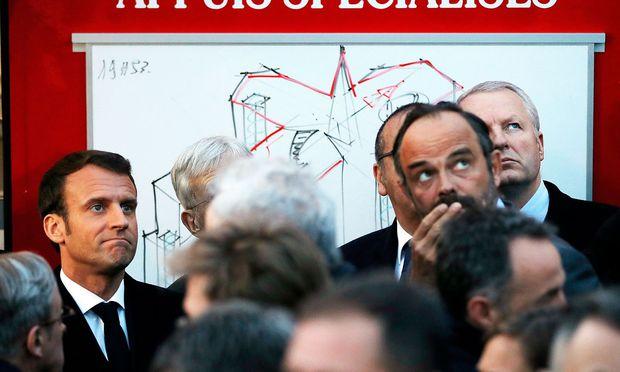 Emmanuel Macron stand der Schock ins Gesicht geschrieben.