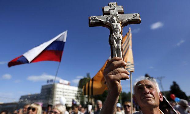 Ein prorussischer Demonstrant in Donezk