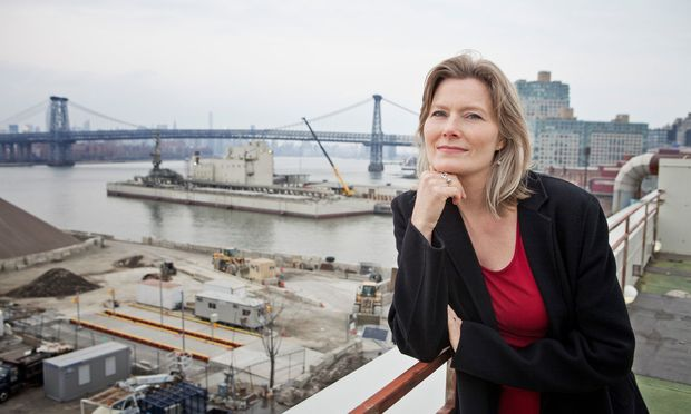 "Jennifer Egan am Hafen in Brooklyn, dem Hauptschauplatz ihres Romans ""Manhattan Beach""."