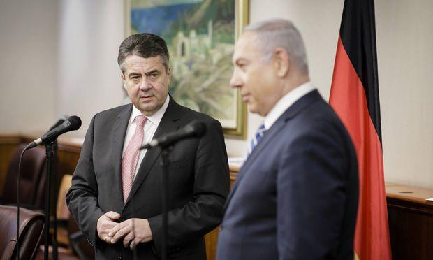 Bundesaussenminister Sigmar Gabriel SPD trifft Benjamin Netanyahu Premierminister von Israel in