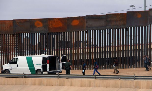 Richter blockiert Geld: Rückschlag für Trumps Mauerbau