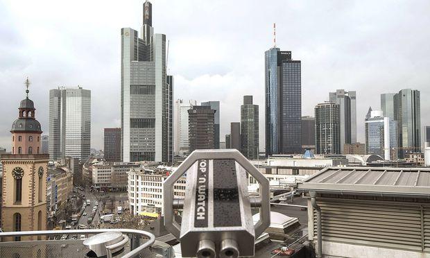 Bankenskyline mit der evangelischen St Katharinen Kirche an der Hauptwache in Frankfurt am Main am
