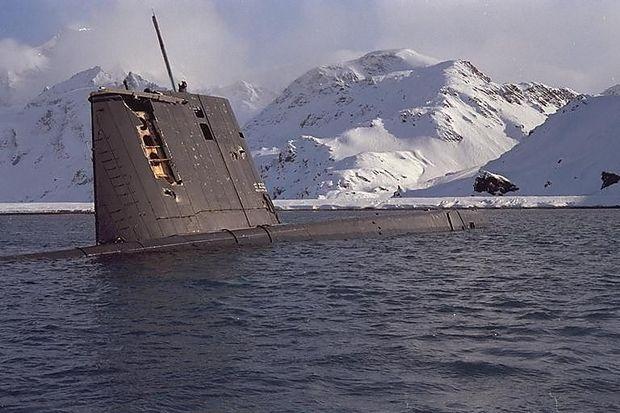 Die schwer beschädigte Santa Fe in der Bucht vor Grytviken