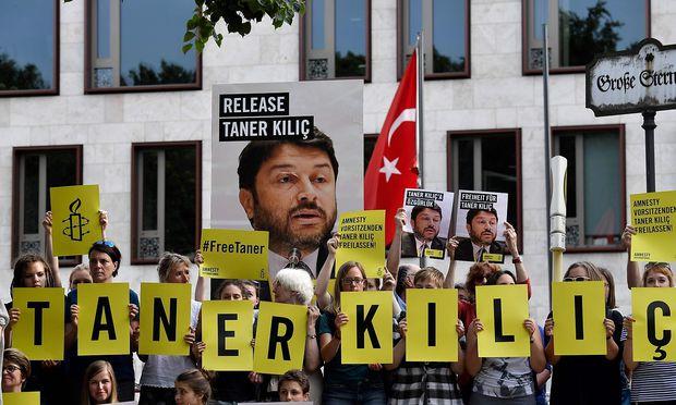 Gericht ordnet Haftentlassung von Amnesty-Vorsitzenden an