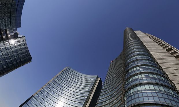 Blauer Himmel in Sicht. Das Headquarter der UniCredit in Mailand.