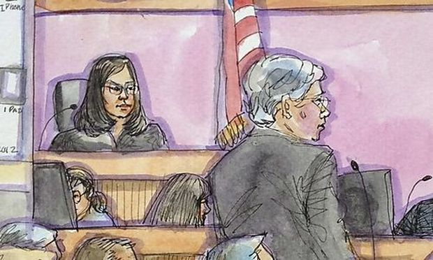 Apple marketing chief Schiller takes the stand with Apple attorney McElhinny in this court sketch during a high profile trial between Samsung and Apple in San Jose
