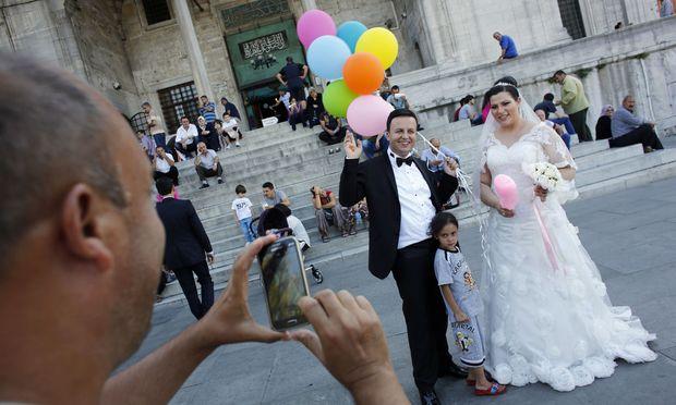 Türkisches Brautpaar in Istanbul (Symbolbild).