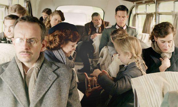Szene aus dem Film: Gefangen im Bus.
