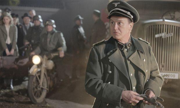 Uwe Bohm als SS-Untersturmführer Bader.
